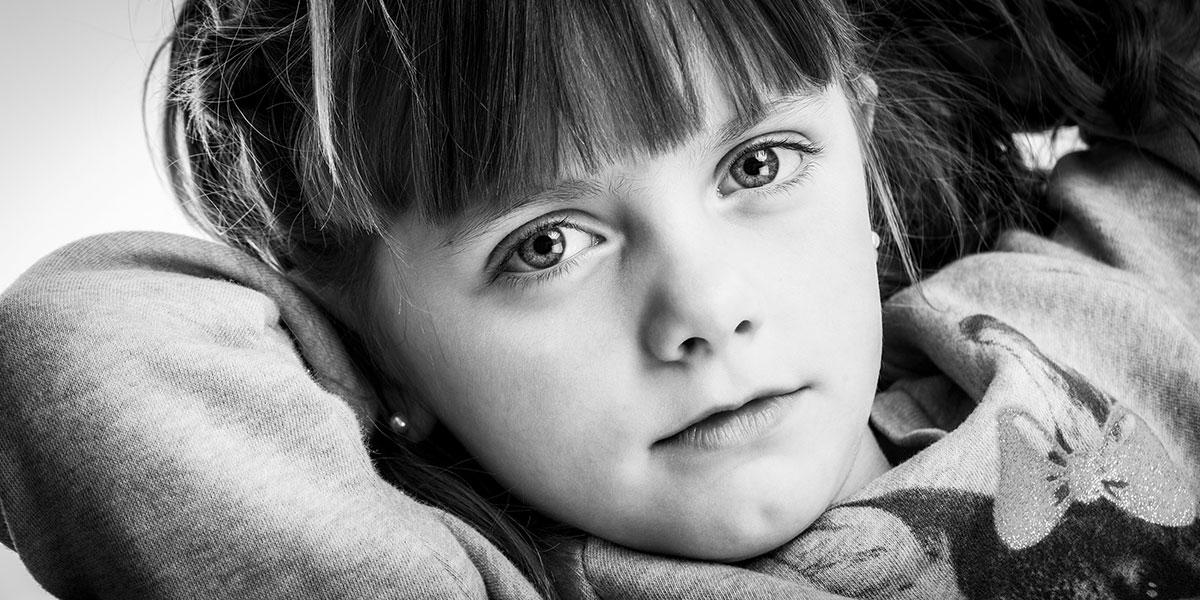 photo studio portrait enfant noir et blanc