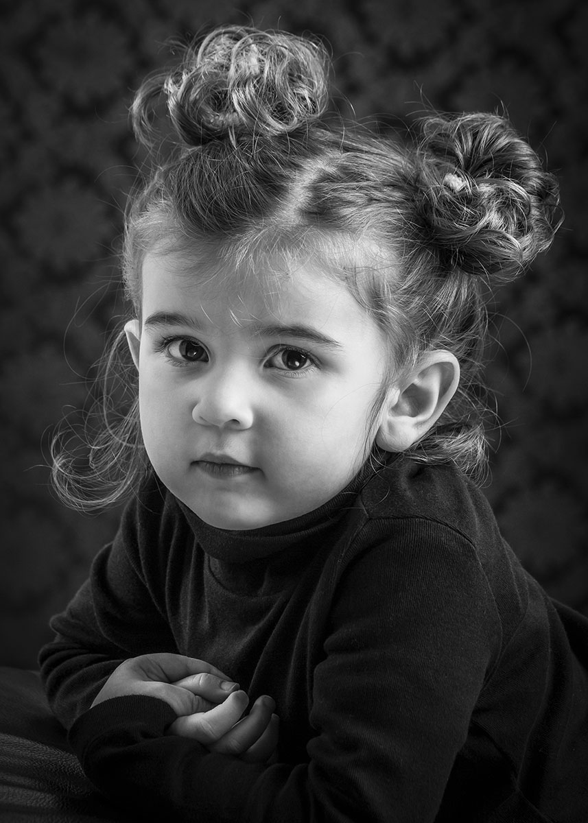 photo studio portrait enfant original noir et blanc