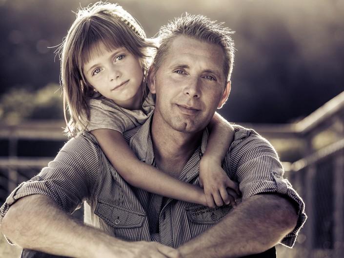 portrait lifestyle exterieur contre jour père et fille famille lorraine