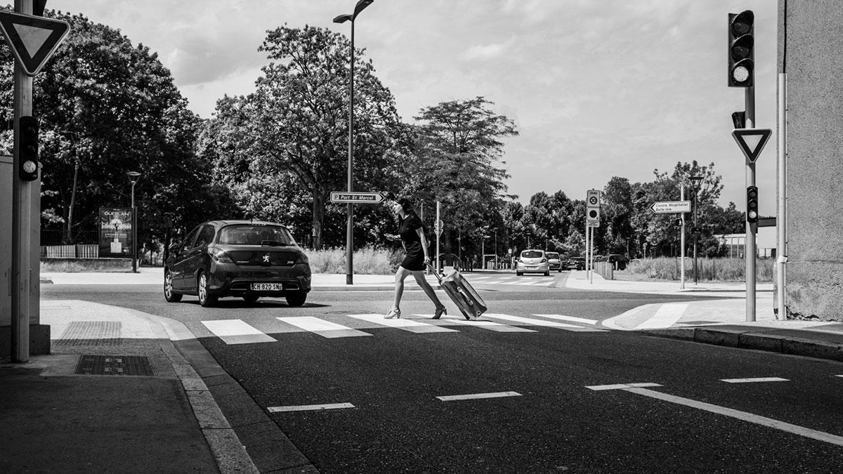 street photography photo de rue noir et blanc metz pieton