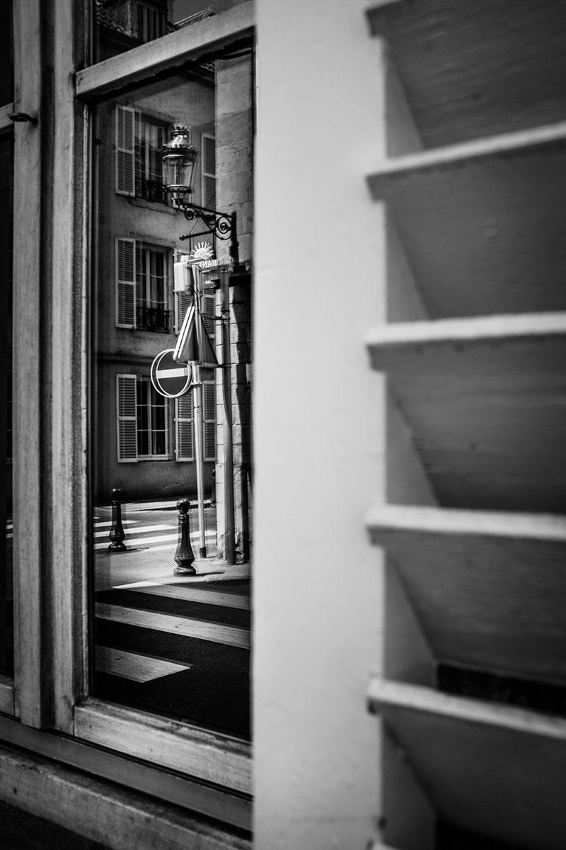 street photography photo de rue noir et blanc metz reflet